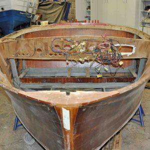 Die Decksbalken im Vorschiff wurden zur Überarbeitung demontiert.