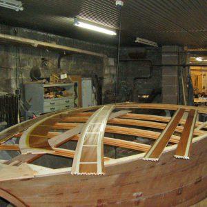Vorbereitung zum Aufkleben der vorlackierten Decksplanken